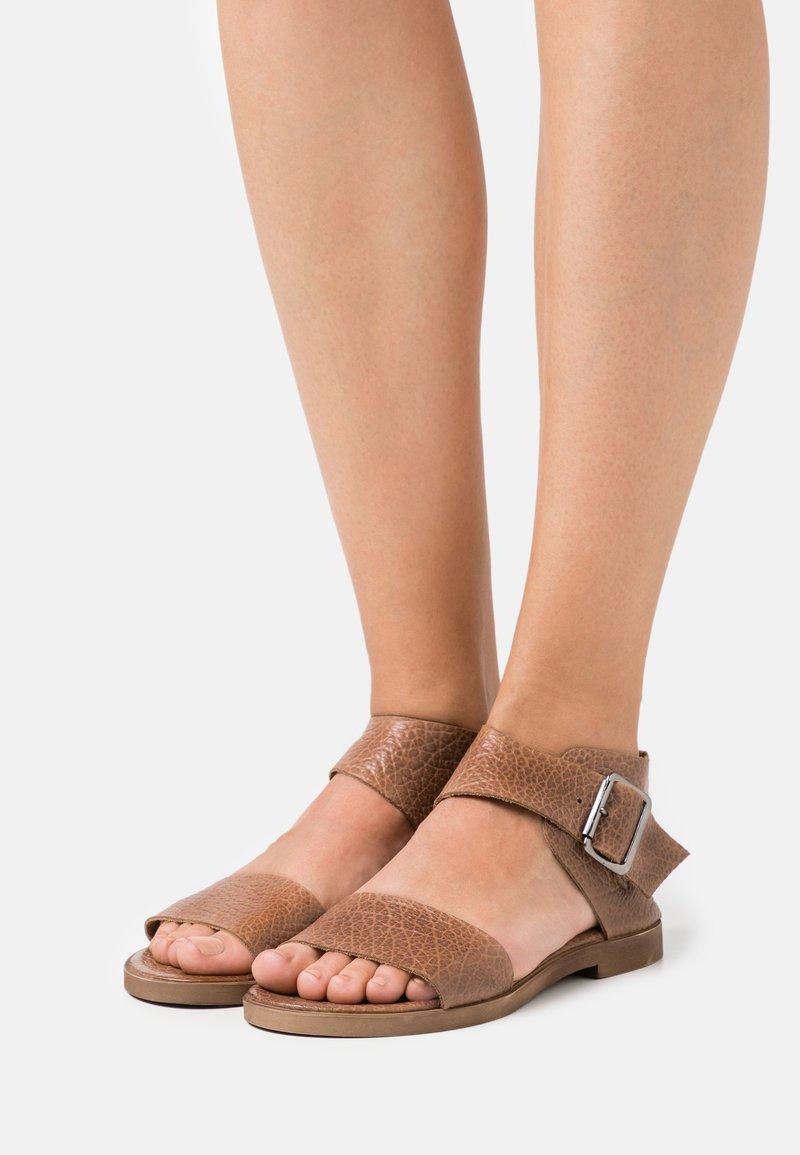 Felmini - CAROL  - Ankle cuff sandals - cognac