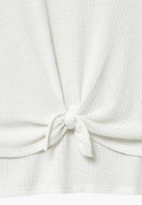 Abercrombie & Fitch - WAFFLE TIE FRONT - Triko spotiskem - white - 3