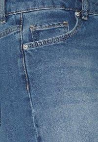 Selected Femme - SLFSILLA FOL UP - Short en jean - medium blue denim - 2