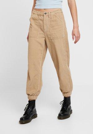 LUCA TROUSER - Spodnie materiałowe - stone