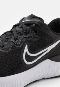 Nike Performance - RENEW RUN 2 - Nøytrale løpesko - black/white/dark smoke grey - 5