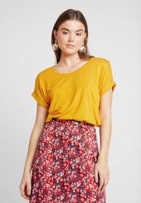 ONLY - Basic T-shirt - golden yellow - 0