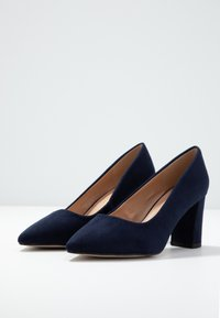 Dorothy Perkins Wide Fit - WIDE FIT DAKOTA CLOSED COURT - Classic heels - navy - 4