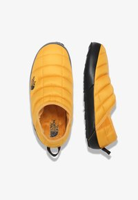 The North Face - M THERMOBALL TRACTION MULE V - Træningssko - summit gold/tnf black - 1