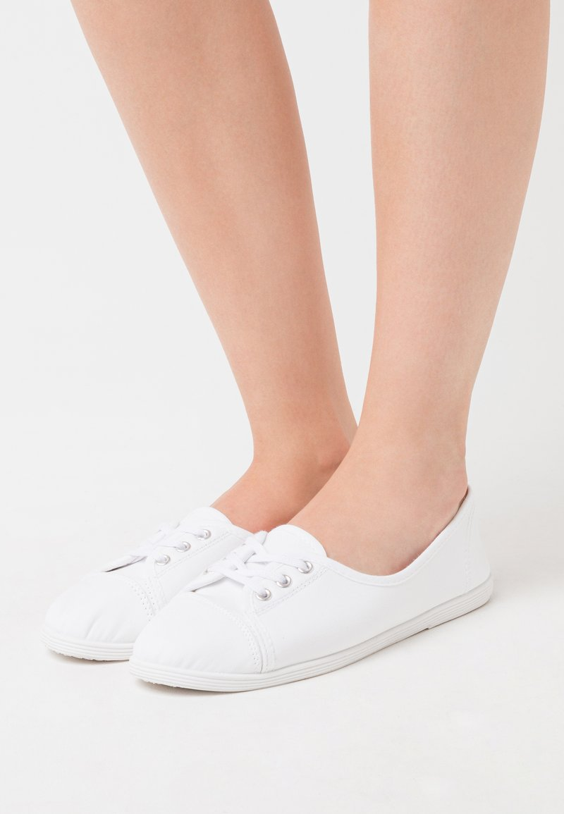 CALANDO - Trainers - white