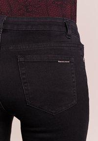 MICHAEL Michael Kors - SELMA SKINNY - Jeans Skinny Fit - black - 4