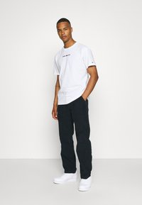Tommy Jeans - SMALL TEXT TEE - T-shirt imprimé - white - 1