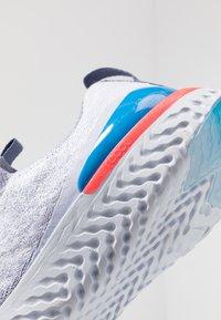 Nike Performance - EPIC PHANTOM REACT - Neutrala löparskor - indigo fog/black/ghost/stellar indigo - 5