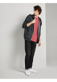 TOM TAILOR DENIM - Basic T-shirt - normal red melange - 1