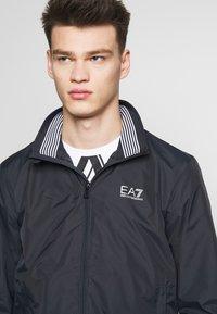 EA7 Emporio Armani - GIUBBOTTO - Leichte Jacke - night blue - 3