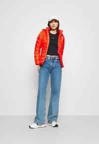 Calvin Klein Jeans - MICRO BRANDING CROP - T-shirt basic - black - 1