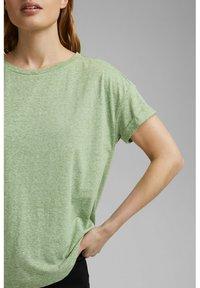 Esprit - PER COO CLOUDY - Basic T-shirt - leaf green - 2