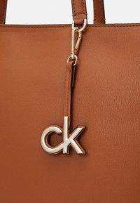 Calvin Klein - Cabas - brown - 3