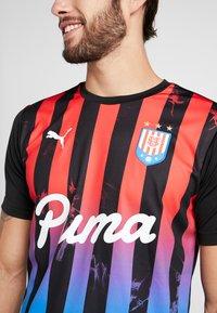 Puma - T-shirt med print - puma black/poppy red - 3