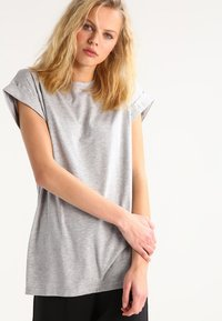 Moss Copenhagen - ALVA PLAIN TEE - Basic T-shirt - light grey melange - 0