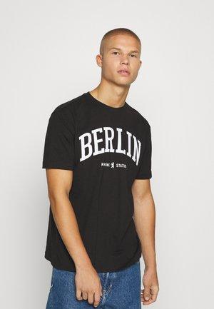 OVERSIZED UNISEX - T-shirt med print - black