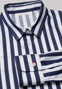 Eterna - Button-down blouse - marine weiß - 5