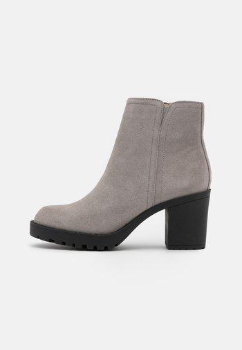 LEATHER - Korte laarzen - grey