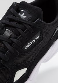 adidas Originals - FALCON - Sneakers laag - core black/footwear white - 2