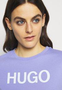 HUGO - THE SLIM TEE - Print T-shirt - pastel purple - 3