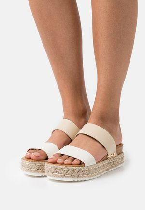 SAVANNAH - Heeled mules - bone