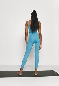 Nike Performance - THE YOGA 7/8  - Medias - cerulean/light armory blue - 2
