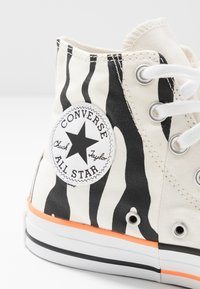 Converse - CHUCK TAYLOR ALL STAR - Høye joggesko - egret/total orange/black - 2