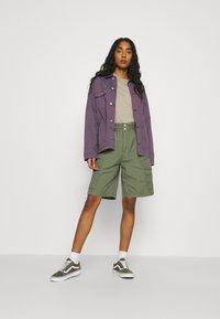 Carhartt WIP - DENVER  - Shorts - dollar green - 1
