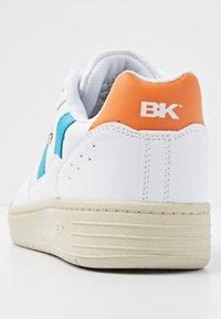British Knights - RAWW - Baskets basses - white/blue/orange - 4