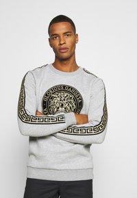 Glorious Gangsta - EMMUS - Sweatshirt - grey - 0