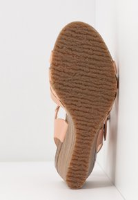 Kickers - SOLYNA - Wedge sandals - rose nude - 6