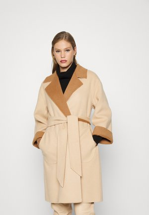 TOMIKO REVERSIBLE BELTED COAT - Classic coat - camel/almond