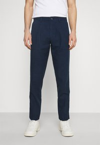 Tommy Hilfiger Tailored - PLEAT - Trousers - desert sky - 0