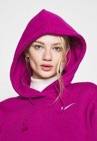 Nike Sportswear - HOODIE TREND - Sweat à capuche - cactus flower/white - 3