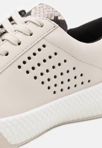 MICHAEL Michael Kors - CODIE LACE UP - Trainers - cream - 4