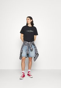 Night Addict - T-shirt med print - black - 1