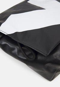 SURI FREY - JESSEY PLANE - Across body bag - black - 3
