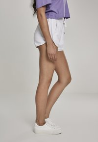 Urban Classics - LADIES TOWEL HOT PANTS - Tracksuit bottoms - white - 4