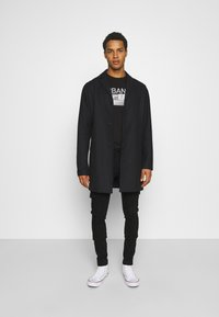 Jack & Jones - JJILIAM JJCARGO  - Cargobyxor - black denim - 1