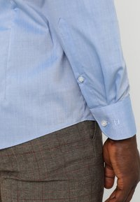 OLYMP Level Five - OLYMP LEVEL 5 BODY FIT - Formal shirt - blue - 5