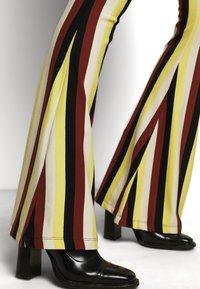 Stieglitz - BINDI FLARED - Trousers - chai - 5