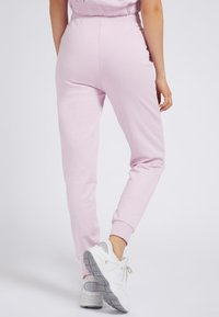 Guess - Tracksuit bottoms - rose - 2