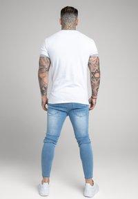 SIKSILK - SPACE DYE ROLL SLEEVE TEE - T-shirt - bas - white / grey - 2