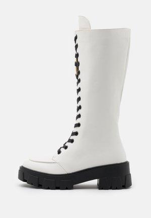 HANNAH - Platform boots - white