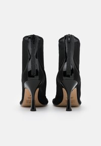 MM6 Maison Margiela - Kotníková obuv na vysokém podpatku - black - 3