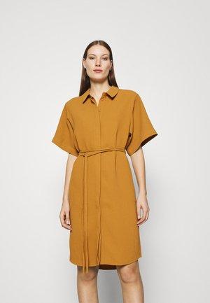 LIATRIS DRESS - Košilové šaty - brown sugar