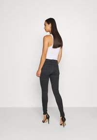 Tommy Jeans - SYLVIA SUPER ANKLE  - Jeans Skinny Fit - bird black