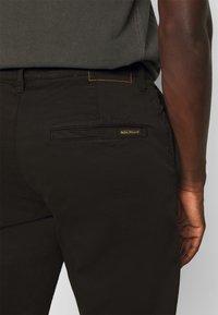 Nudie Jeans - EASY ALVIN - Chino kalhoty - black - 3