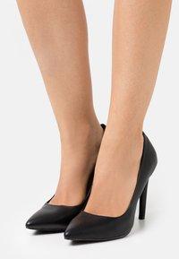 Vero Moda - VMGRIA  - Classic heels - black - 0