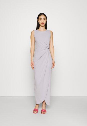 CELESTINE SIDE KNOT MAXI DRESS - Sukienka z dżerseju - pearl grey